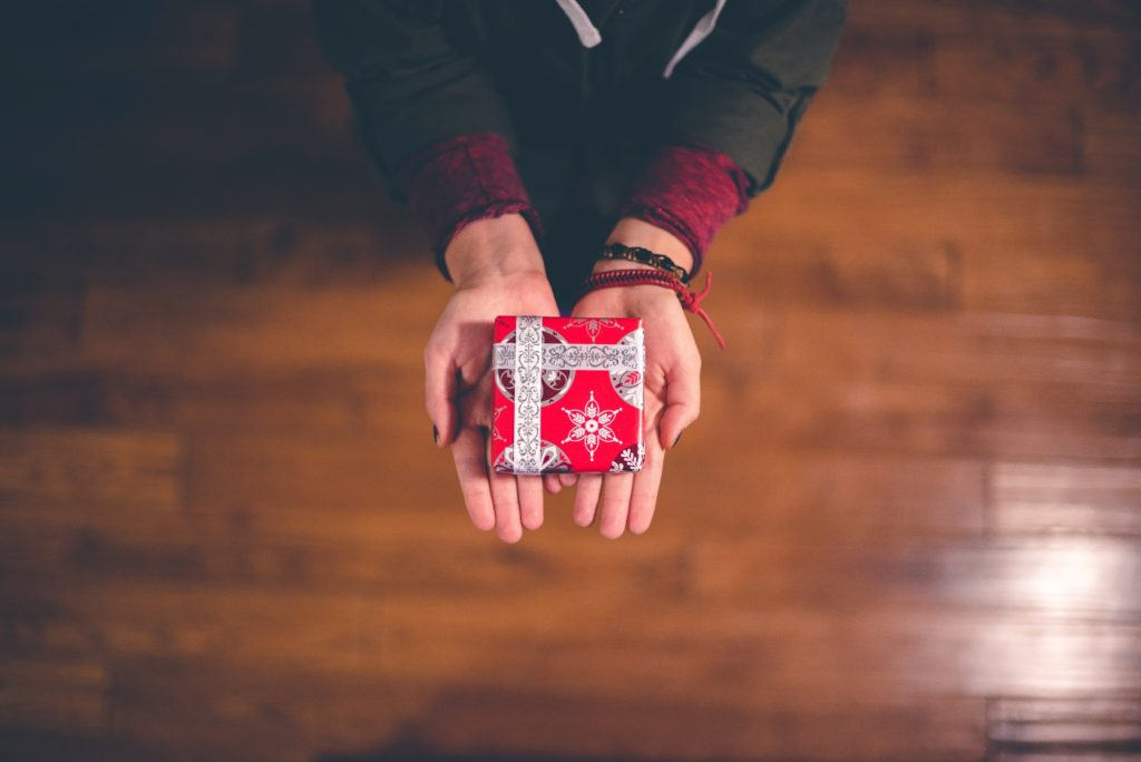 Simple Acts of Kindness During The Holidays | A Guest Post - A Blonde & A Briefcase