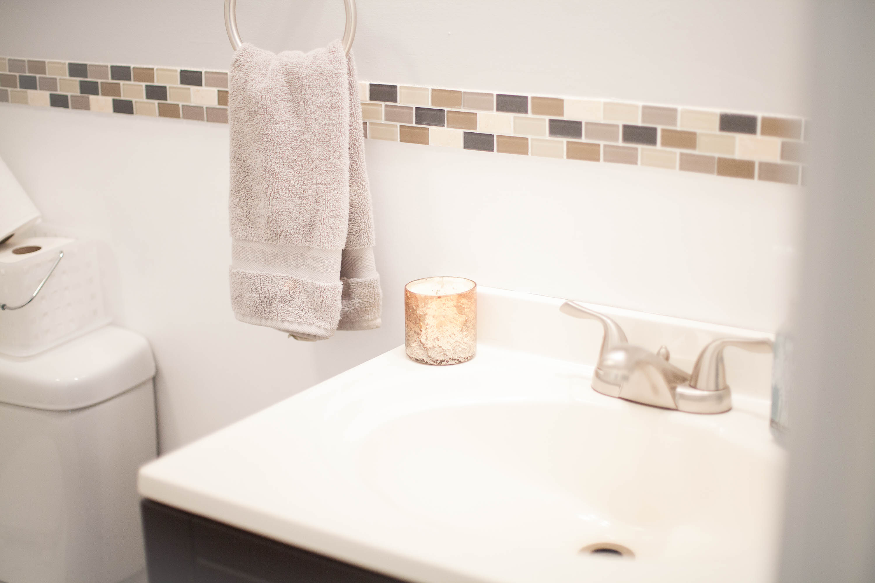 How To Maximize Space In A Small Bathroom | Coffee With Summer