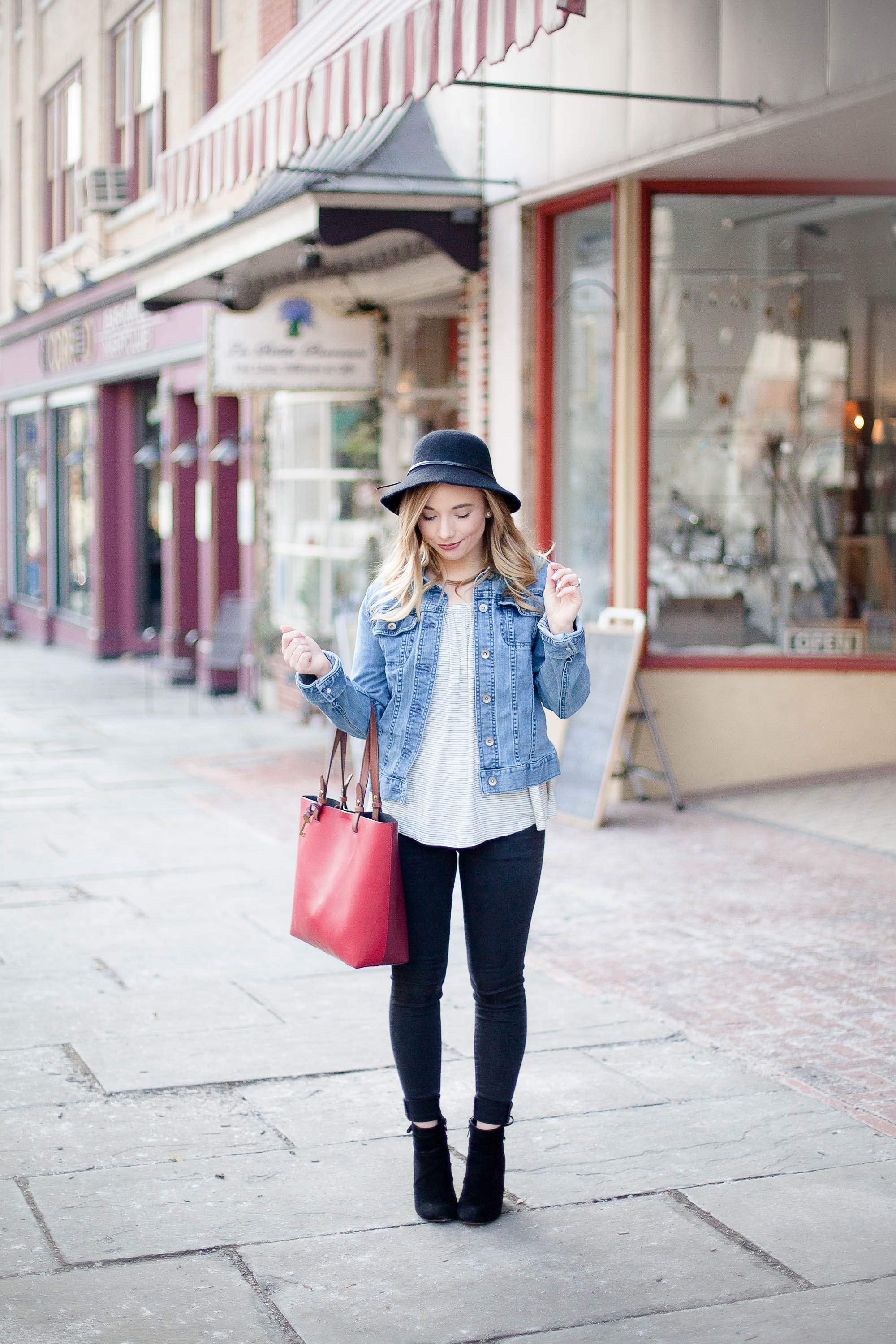 Casual & Classy Downtown Outfit