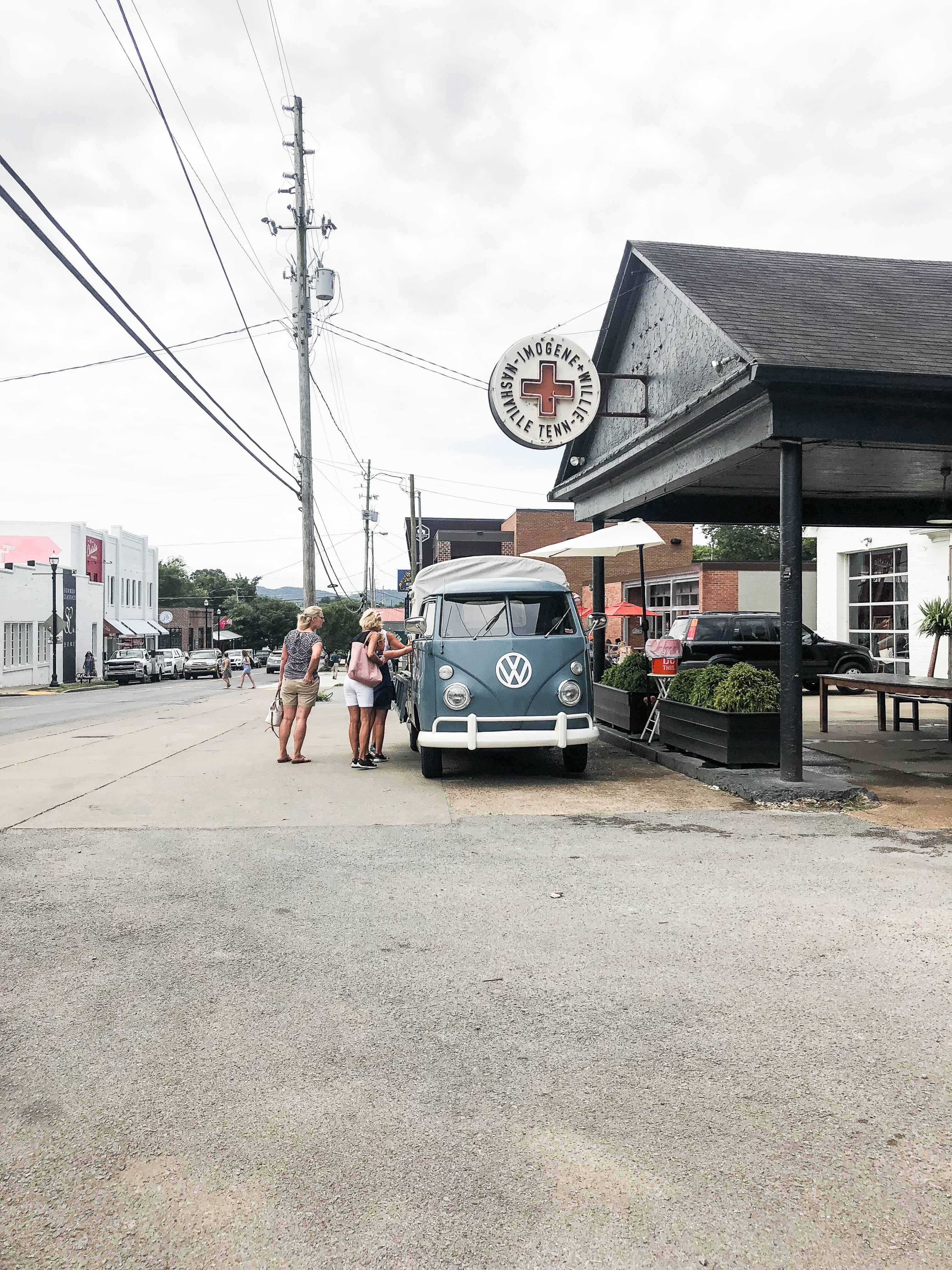 Nashville Travel Guide - Amelia's Flower Truck