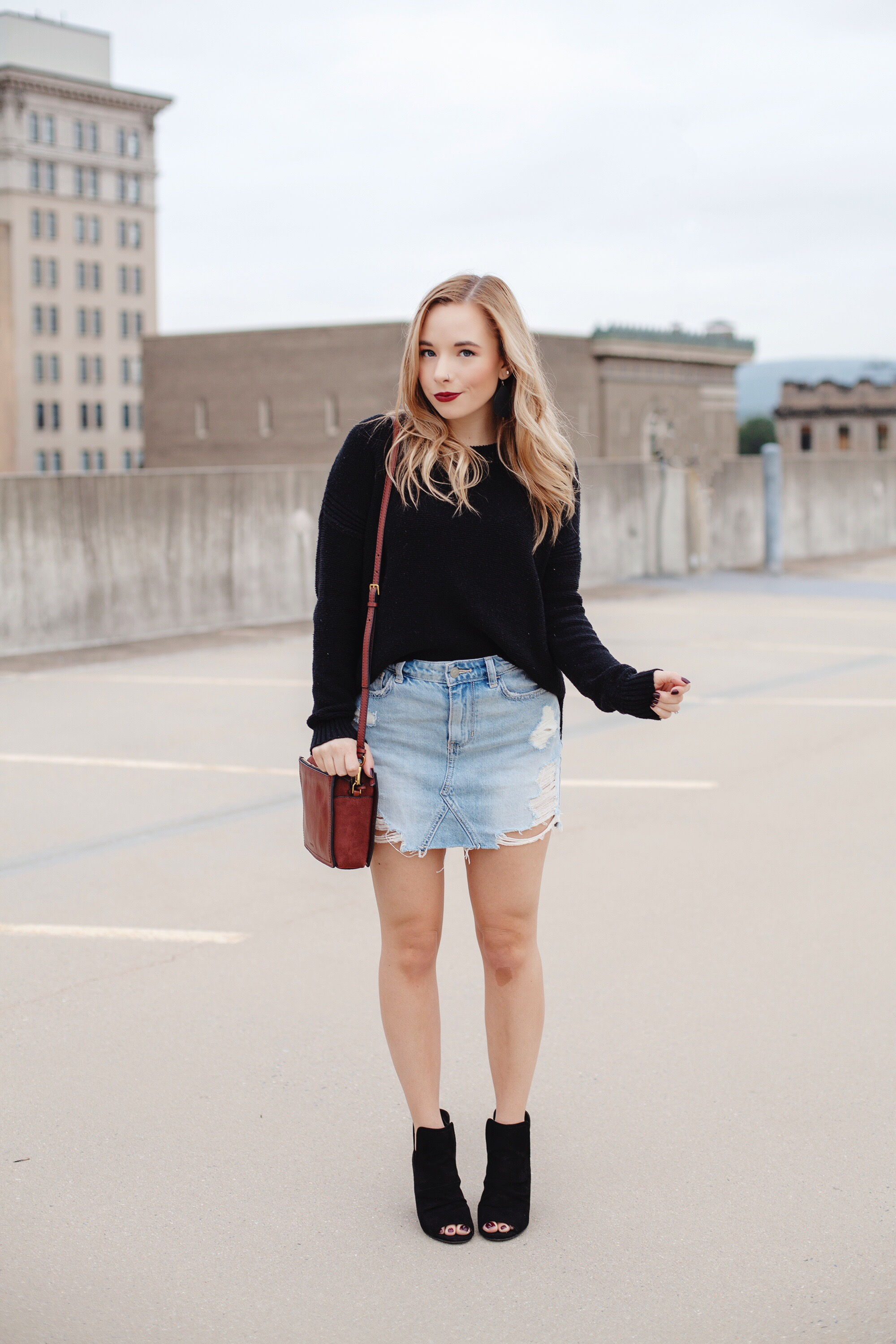 How To Wear A Denim Mini Skirt For Fall